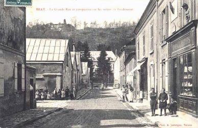 Grande rue - entree de la vieille montagne - Bray-Lu